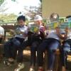 Các em đọc truyện giờ ra chơi tại thư viện xanh_ Trường TH.Lê Hồng Phong